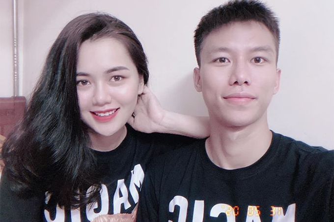 Quế Ngọc Hải và vợ mặc đồ đôi kỷ niệm 5 năm yêu nhau. Ảnh: DTP.