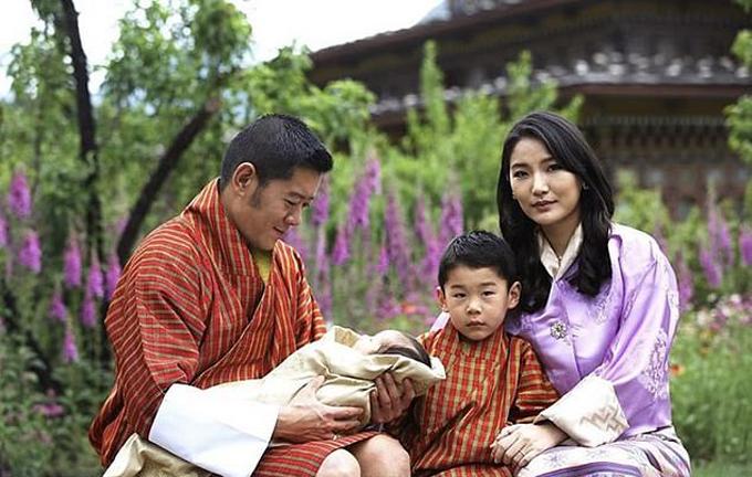Cặp vợ chồng kết hôn năm 2011 và sinh được hai hoàng tử, lần lượt 4 tuổi và 3 tháng tuổi. Ảnh: Facebook.