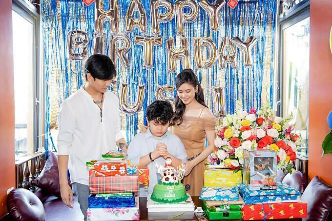 Tim đăng ảnh hội ngộ vợ cũ Trương Quỳnh Anh dự sinh nhật 8 tuổi của con trai.