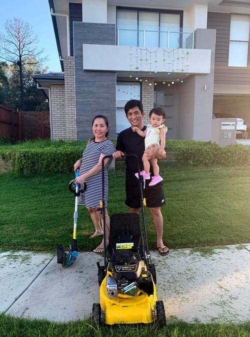 Bảo Duy hiện sống cùng vợ ba Thúy Oanh và con gái tại bang Queensland, Australia. Chia sẻ với Ngoisao.net, anh tiết lộ bà xã đang mang thai và sắp sinh thêm một cậu con trai.