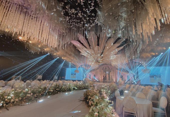 Siêu đám cưới diễn ra ngày hôm nay (3/6)tại Ninh Hiệp, Hà Nộiđược lên ý tưởng trong vòng một tháng và dựng rạp trong 7 ngày trên mảnh đất trống có diện tích 1.600 m2.