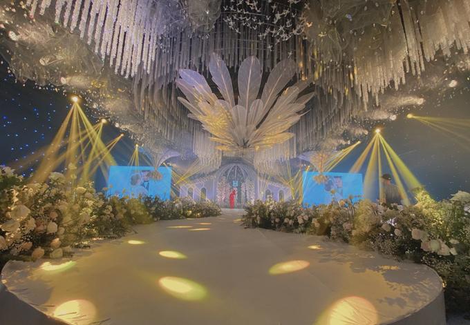 Không gian hội trường cưới lớn dùng tới 60 điều hòa để làm mát.