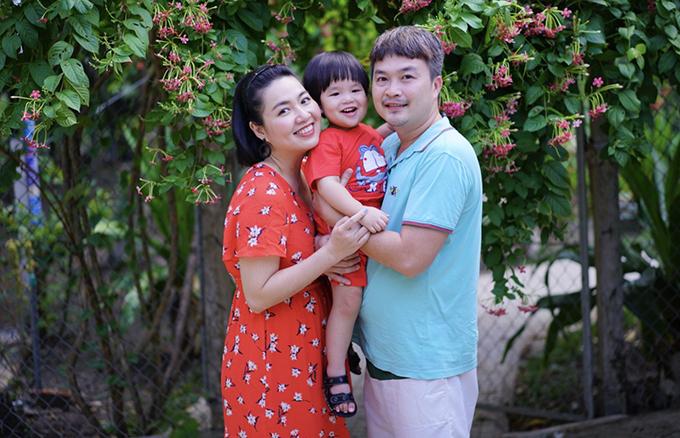 Gia đình Tuấn Khang - Lê Khánh khi về quê nội chơi hồi tháng 5.