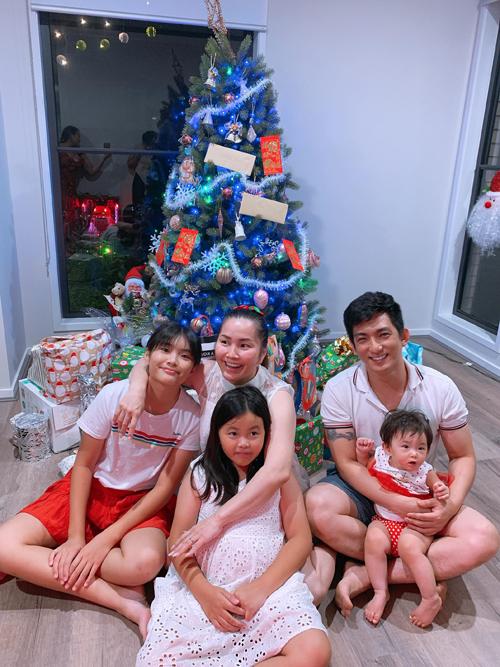 Vợ Bảo Duy có hai con gái riêng, bé lớn 13 tuổi, bé nhỏ 8 tuổi. Bản thân anh cũng có hai con gái riêng tầm tuổi này đang sống cùng người vợ đầu ở Việt Nam và một con trai riêng với vợ thứ hai là diễn viên Phi Thanh Vân.