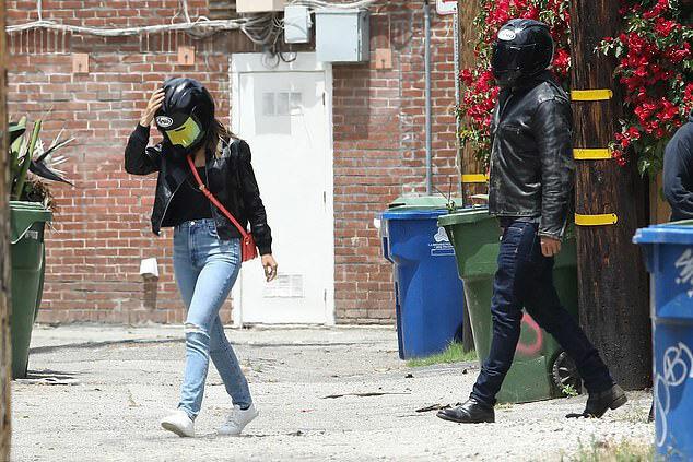 Ben Affleck và Ana luôn song hành bên nhau từ khi công khai hẹn hò vào tháng ba.