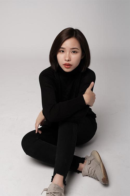 Cô hiện làm việc cho công ty của gia đình ở TP HCM.