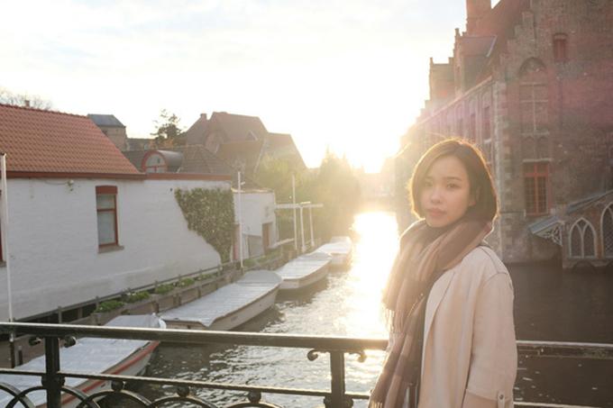 Trong thời gian Công Phượng thi đấu cho Sint Truiden ở Bỉ, Viên Minh thỉnh thoảng sang thăm. Hồi cuối năm ngoái, cặp đôi đi du lịch một số nước châu Âu, trong đó có chuyến sang Hà Lan thăm Đoàn Văn Hậu.