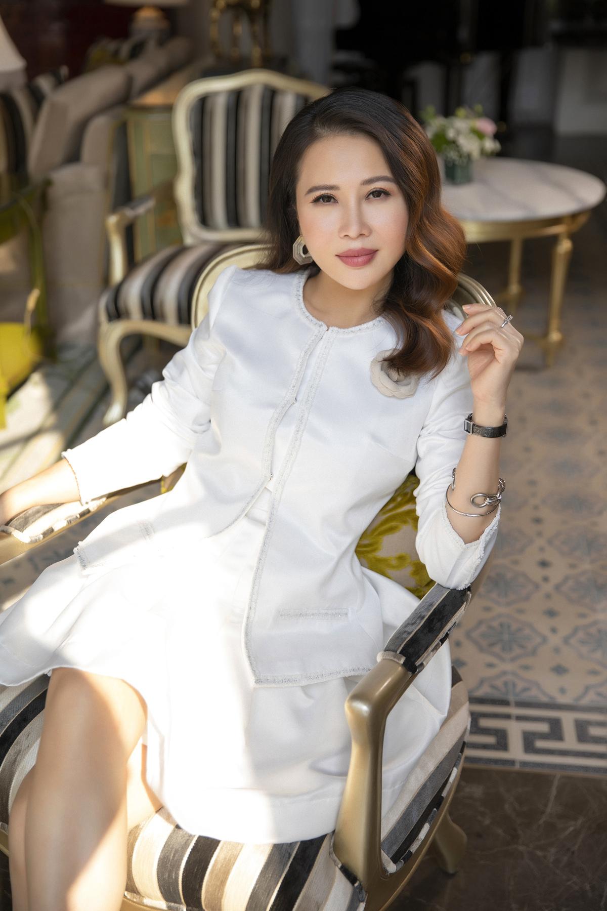 Nữ doanh nhân Lan Phương - nhà sáng lập LMP Design. Trang phục: Lecamelia.