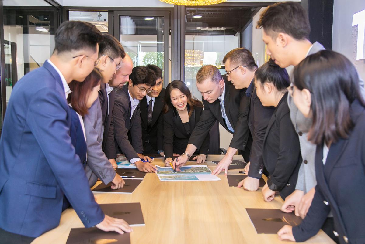 Đội ngũ chuyên gia và kiến trúc sư giàu kinh nghiệm thiết kế của LMP Design.