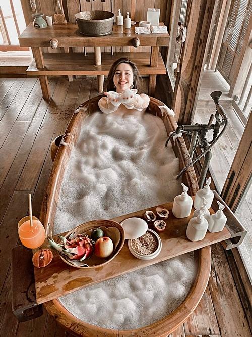 Kinh tế dư dả, Bảo Thy và chồng đều chọn những resort sang trọng, đắt tiền.