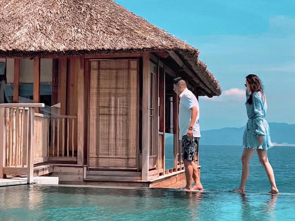 Cặp đôi có chung sở thích du lịch, đã đi nhiều nơi: Mỹ. Singapore, Maldive... và nhiều địa phương ở Việt Nam. Họ thường chọn biển vì đây là không gian yêu thích của giọng ca Công chúa bong bóng. Bảo Thy nói thêm, khi đi du lịch ở Việt Nam, vợ chồng cô không tránh khỏi những ánh mắt soi mói, tò mò. Dù vậy, họ dần cởi mở, thể hiện tình cảm đáp lại sự quan tâm của mọi người thay vì phải cố tỏ ra xa lánh.