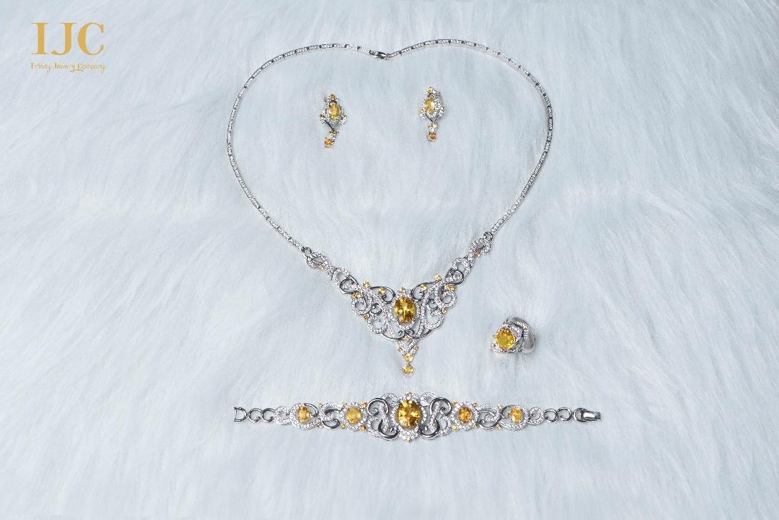 Bộ trang sức đá quý Dáng Việt lấy cảm hứng từ chữ S vừa được IJC ra mắt.