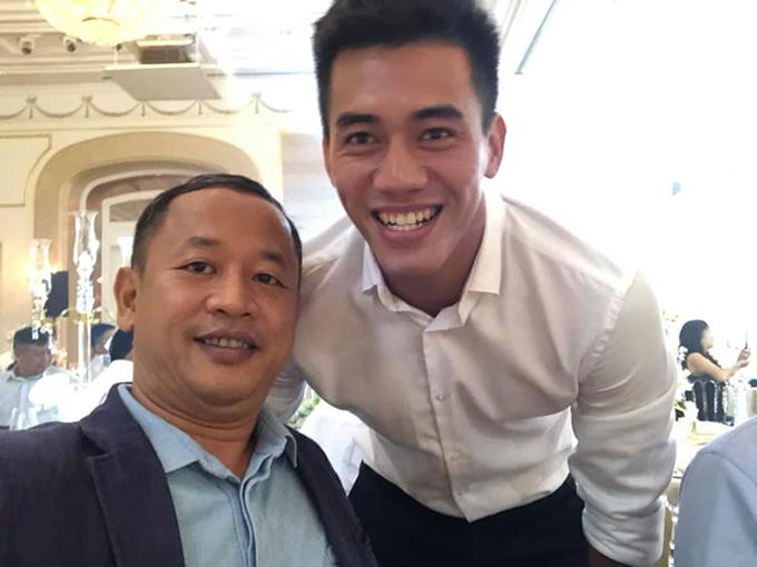 Trợ lý Lê Huy Khoa và Tiến Linh tại tiệc đính hôn của Công Phượng. Ảnh: LHK.