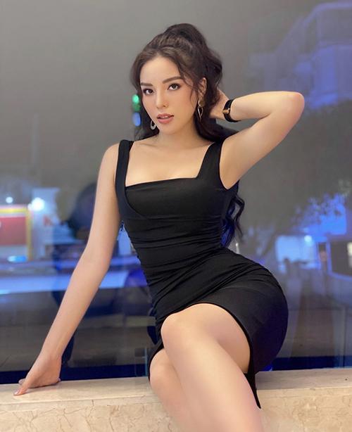 Đầm bodycon là trang phục không quá xa lạ với những cô nàng mê chưng diện. Ở mùa hè 2020 nó tiếp tục mê hoặc Kỳ Duyên và các người đẹp showbiz Việt.