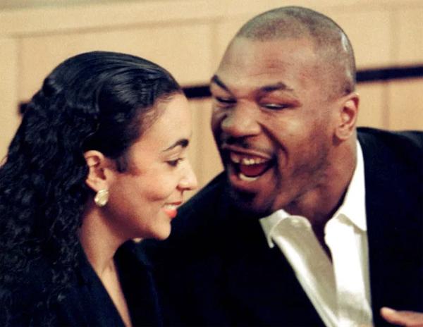 Mike Tyson và người vợ thứ hai Monica Turner. Ảnh: Reuters.