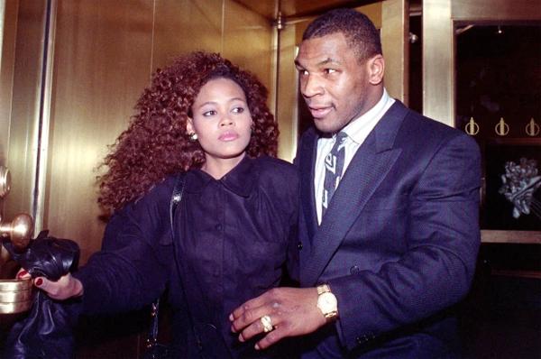 Huyền thoại boxing có cuộc hôn nhân chóng vánh với nữ diễn viên Robin Givens cuối những năm 1980. Ảnh: AFP.