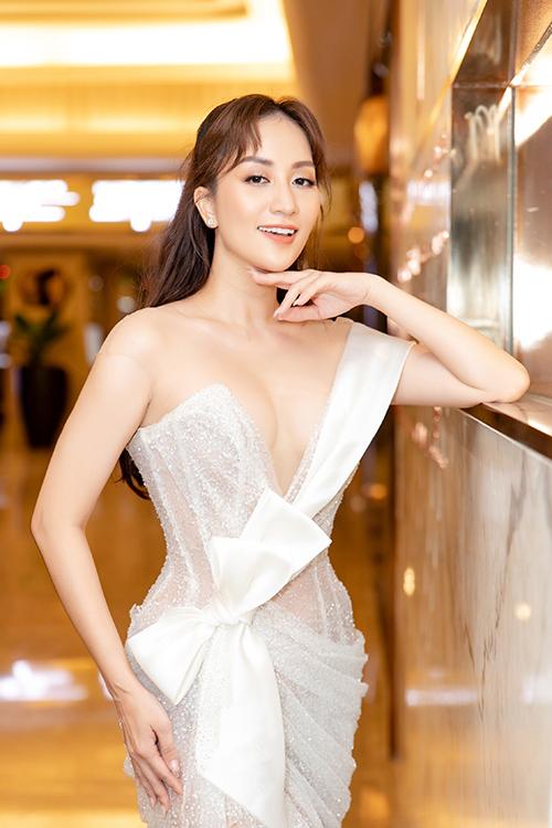 Khánh Thi tại lễ trao giải Quả Bóng Vàng tối 26/5.