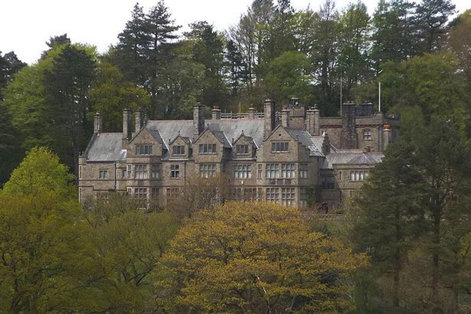 Công tước xứ Westminster cũng sở hữu lâu đài Abbeystead House ởlàng Abbeystead, hạt Lancashire, Anh. Tòa lâu đài này được xây dựng vào cuối thế kỷ 17 và được công nhận là Di sản Quốc gia Anh vào năm 1986. Ảnh: Mirror.