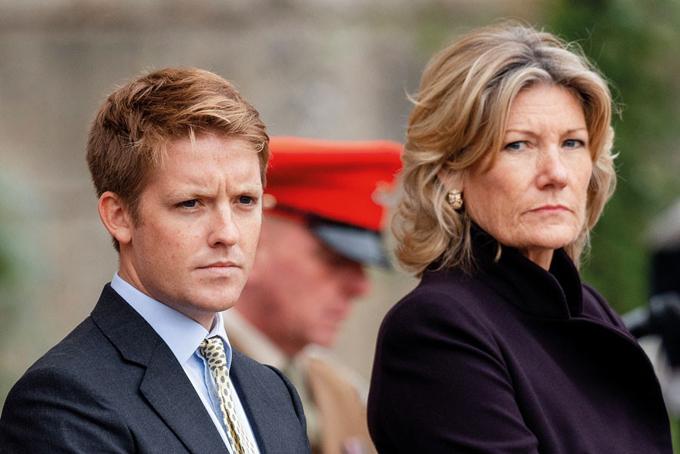 Sau khi cha qua đời, Hugh thừa kế chức vị công tước và điều hành Grosvenor Group, một trong những công ty bất động sản cao cấp hàng đầu của London.