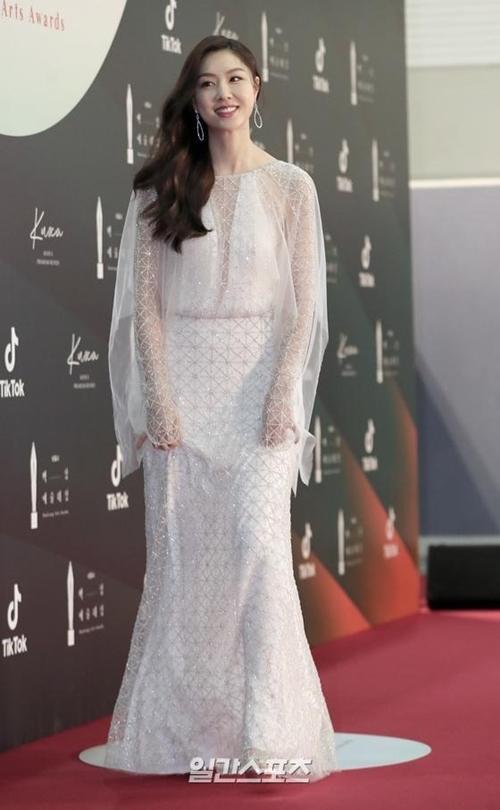 Seo Ji Hye tranh giải Nữ diễn viên phụ xuất sắc với vai tiểu thư Bắc Triều Tiên trong phimHạ cánh nơi anh.