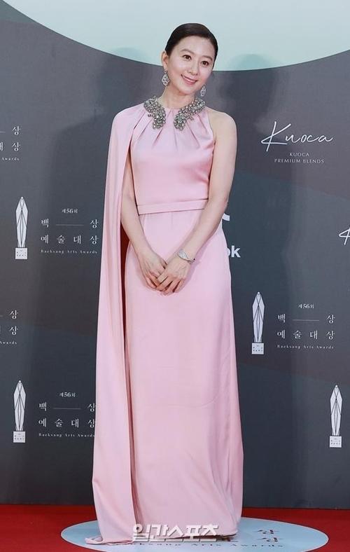 Bà cả của phim Thế giới hôn nhân - Kim Hee Ae. Chị nhận đề cử Nữ diễn viên chính xuất sắc ở cả lĩnh vực phim truyền hình (với phim Thế giới hôn nhân) và phim điện ảnh (với phim Moonlight Winter).
