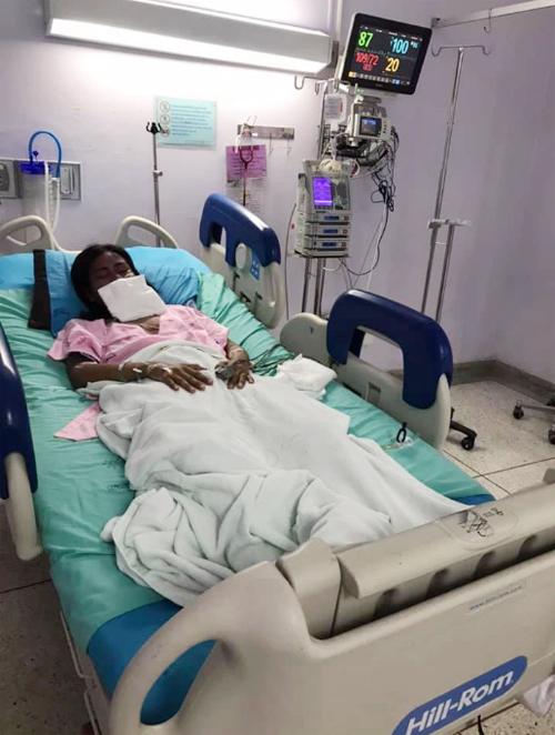 Yothika Kaewkham điều trị tại bệnh viện tỉnh Chonburi, Thái Lan, sau khi dị ứng thuốc. Ảnh: Viral Press.