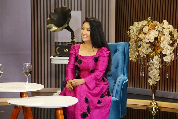 Nghệ sĩ Ngân Quỳnh tham gia talkshow Chuyện Cuối Tuần chủ đề Khi phụ nữ là trụ cột gia đình. Chương trìnhsẽ được phát sóng vào 21h35 thứ bảy ngày 6/6 trên kênh VTV9.
