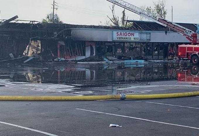 Nhà hàng Việt Nam Saigon Bay cháy trơ khung sau khi biểu tình leo thang ở Tampa, bang Florida, tối 30/5. Ảnh: Instagram.
