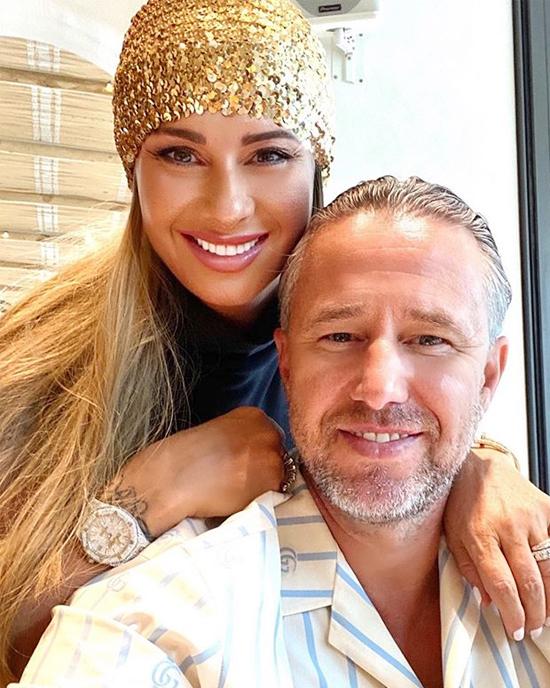 Người đẹp 47 tuổi bên chồng - cựu danh thủ RomaniaLaurentiu Reghecampf ...