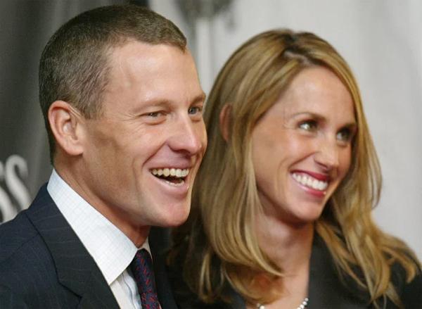 Tay đua xe đạp lừng danh một thời Lance Armstrong gặp vợ đầu là phóng viên Kristin trong một buổi họp báo năm 1997. Một năm sau hai người kết hôn và lần lượt chào đón ba đứa con, trong đó có một cặp song sinh hai bé gái. Tuy nhiên, vợ chồng Armstrong thông báo ly dị năm 2003, cũng trong năm này anh bắt đầu hẹn hò nữ ca sĩ, nhạc sĩ Sheryl Crow. Theo một số nguồn tin, vụ ly hôn tiêu tốn của Armstrong 15 triệu bảng trong khi giá trị tài sản của anh trước khi bị phát hiện sử dụng doping vào phoảng 105 triệu bảng.