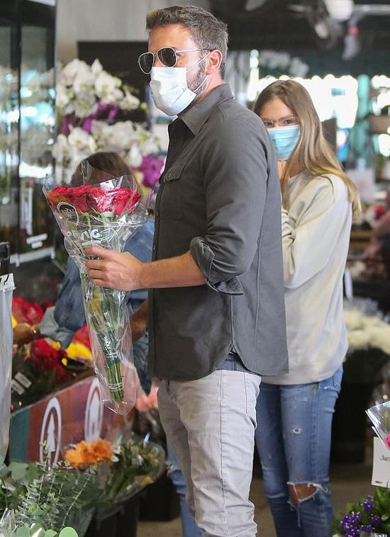 Nam diễn viên rất yêu các con và quý trọng vợ cũ. Jennifer Garner cũng đã có người yêu mới sau khi ly hôn.