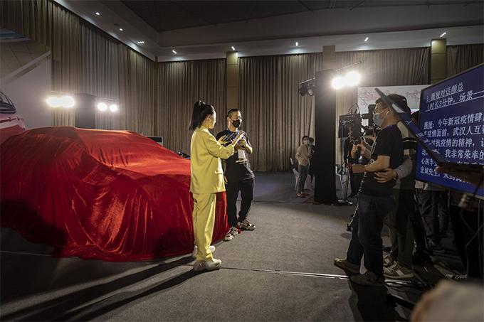 Viya livestream bán ô tô cho một thương hiệu. Ảnh: Bloomberg.