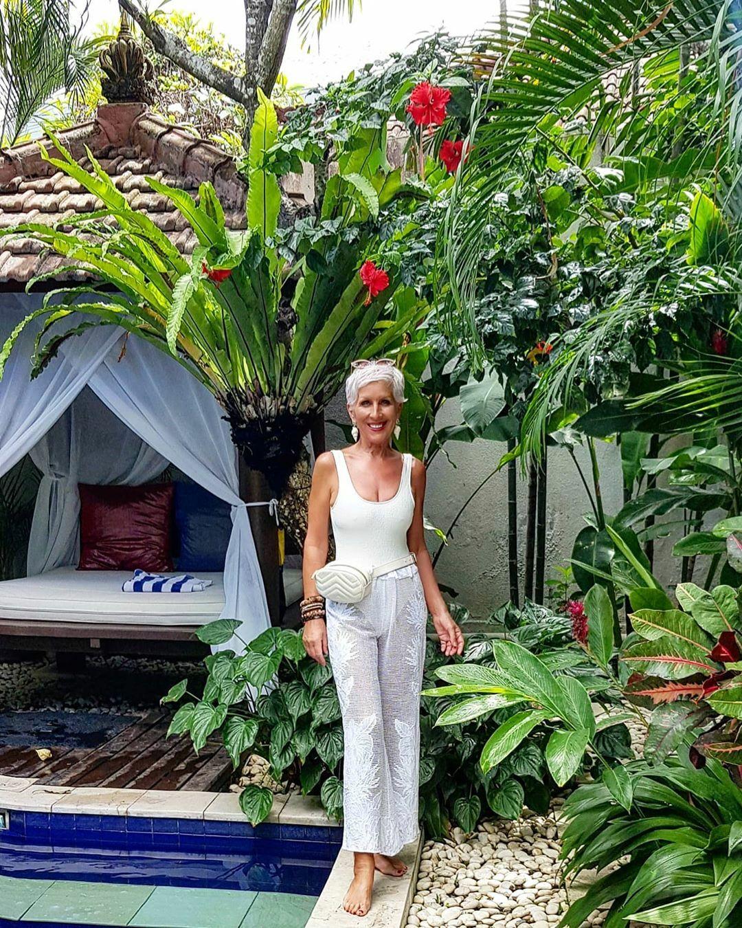 Sheila hiện dành phần lớn thời gian để đi du lịch cùng gia đình.