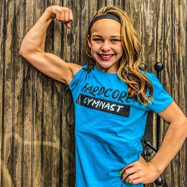 Bé gái 10 tuổi có cơ bụng 6 múi - 7