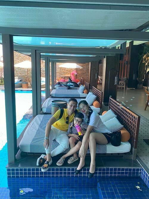 Diễn viên Huy Khánh đưa vợ con đi nghỉ dưỡngtại một resort ở Đà Nẵng.