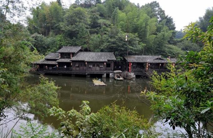 Những ngôi nhà trên mặt nước ở làng Đinh Ốc Lĩnh, tỉnh Phúc Kiến, Trung Quốc. Ảnh: Peoples Daily.