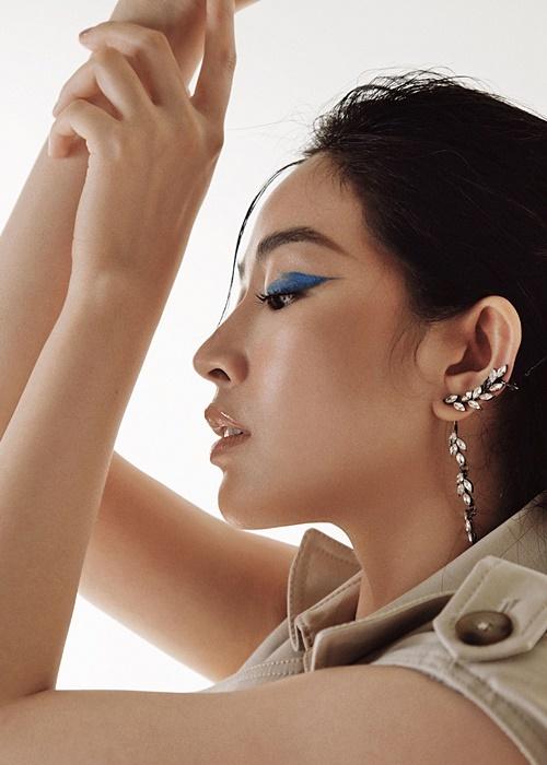 Bộ ảnh được thực hiện bởi stylist Hoàng Ku, nhiếp ảnh gia KyAnh Tran, trang điểm Xi Quan Le, trang phục: Công Trí, Lobbster, Decos, Accent Concept, Valenciani...