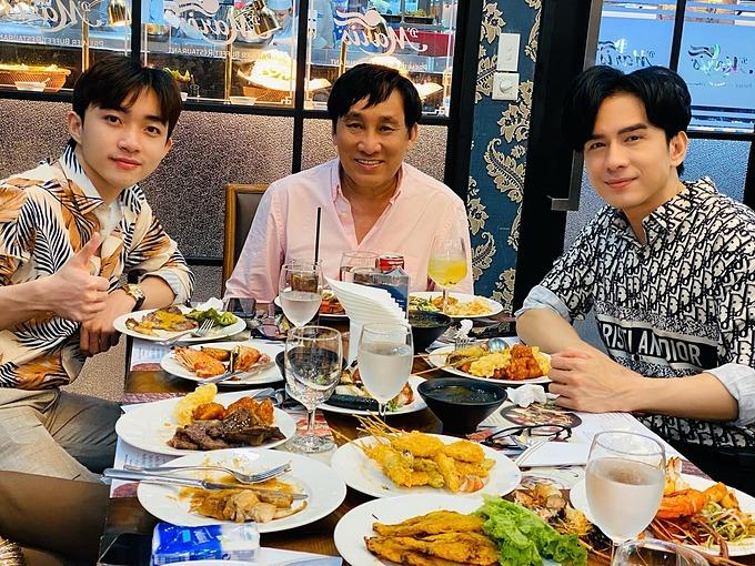 Đan Trường và Trung Quang chúc mừng sinh nhật một người anh thân thiết.