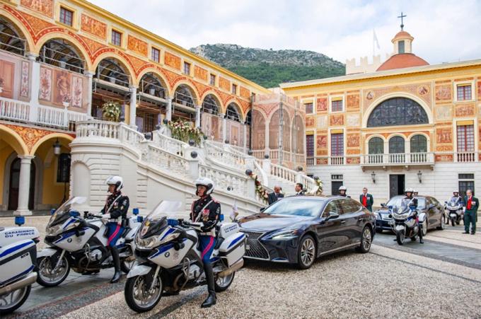 Đội vệ sĩ hộ tống Thân vương Monaco. Ảnh: AFP.