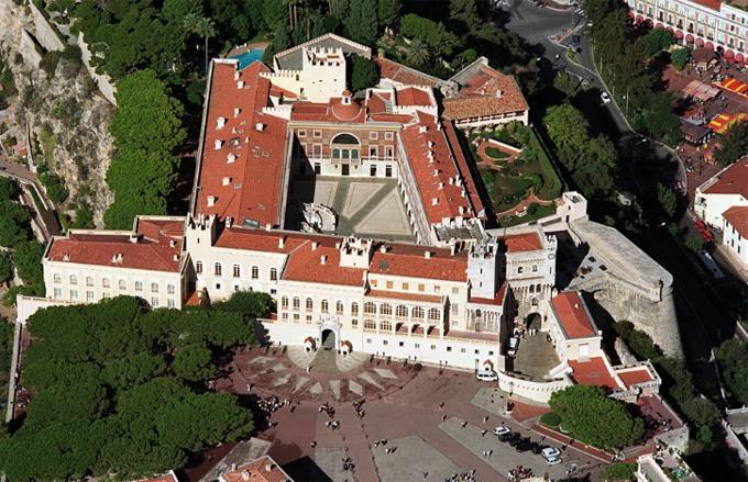 Cung điện hoàng gia Monaco nhìn từ trên cao. Ảnh: BBC.