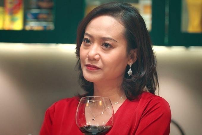 Sau bốn tháng ngủ đông vì Covid-19, phim rạp của Việt Nam dần khởi động lại. Thay vì phim ngôn tình và phim hài, phim tâm lý, phim giật gân (thriller) chiếm lĩnh thị trường, dự báo những vai diễn gai góc và cá tính của dàn sao.