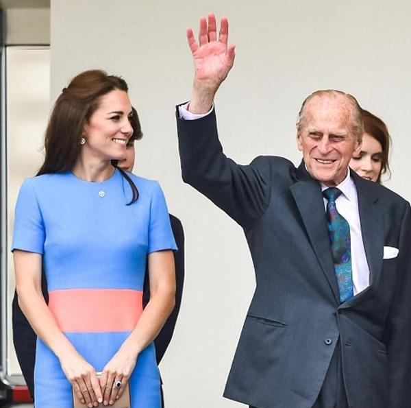 Hoàng thân Philip và Nữ công tước xứ Cambridge dự Patrons Lunch vào tháng 6/2016. Ảnh: Instagram.