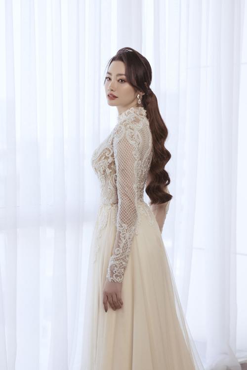 Bộ ảnh được thực hiện bởi nhiếp ảnh: Rin Trần, makeup - làm tóc: Sang Nguyễn, trang phục: Áo dài Minh Châu.