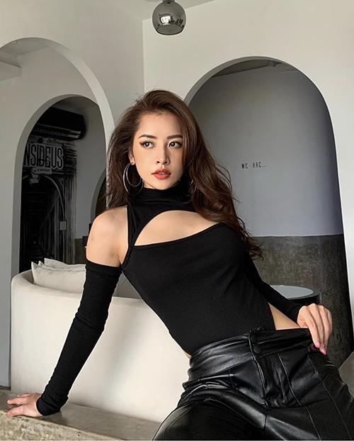 Ngoài các mẫu áo hở eo, những mẫu áo cắt - khoét độc đáo cũng được Chi Pu và loạt fashionista Việt ưa chuộng.