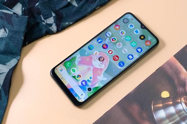 Realme 6i sở hữu cấu hình chuẩn game với vi xử lý Helio G80 tám nhân vốn tối ưu cho tác vụ chơi game của MediaTek, 4GB RAM và 128GB ROM, có thể mở rộng qua thẻ nhớ ngoài, chơi mọi tựa game mượt mà, từ nhẹ đến nặng. Bên cạnh hỗ trợ chơi game, các bạn trẻđều sẽ cần tới hiệu năng của smartphoneRealme bởi những tác dụng khác.