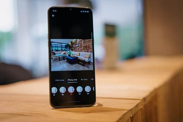 Ngoài việc xem, người dùngcòn có thể tạocác videođể đăng story Facebook, Instagram hay hút tim trên Tik Tok. Tận dụng cụm 4 camera sau 48MP đa góc chụp và camera selfie 16MP, người dùngdễ dàng quay được các thước phim ưng ý. Tới khâu hậu kỳ, bạn có thể thêm thắt hàng tá hiệu ứng bắt mắt, vi xử lý Helio G80, RAM 4GB và tốc độ bộ nhớ trong nhanh của smartphone nhà Realme giúp bạn không phải chờ đợi lâu để thấy được những sáng tạo của mình.