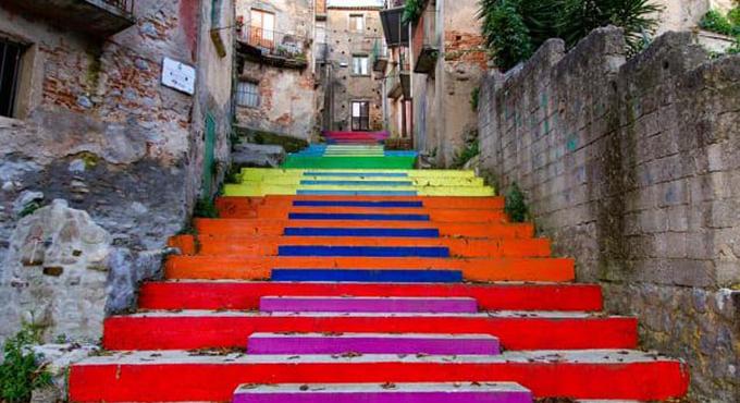 Bậc cầu thang ở lànglàngCinquefrondi,nam Italy. Ảnh: Tullio Pronesti.