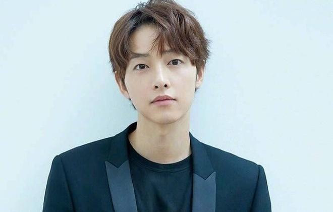 Song Joong Ki bị đồn có tình mới.