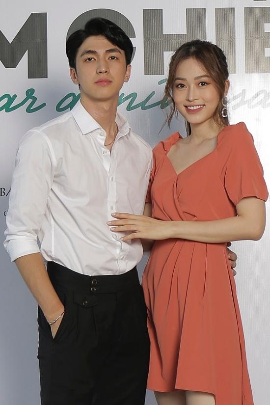 Bình An tình tứ bên bạn gái - á hậu Việt Nam 2018 Phương Nga. Anh từng đóng một vai phụ trong phần 3 của Gái già lắm chiêu.