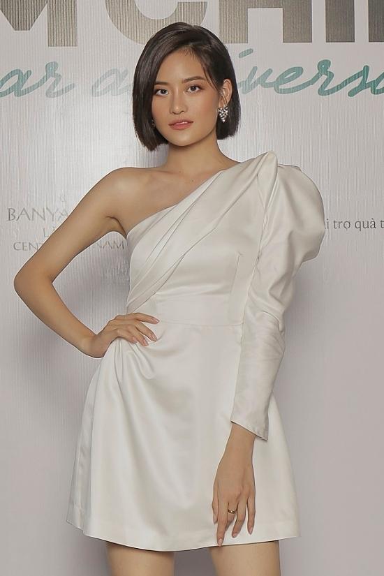 Thuỳ Anh diện mini dress, thuận tiện vui đùa suốt buổi tiệc.